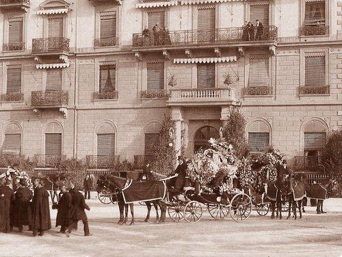 Départ du convoi funèbre de l'impératrice Elisabeth de l'hôtel Beau-Rivage à Genève