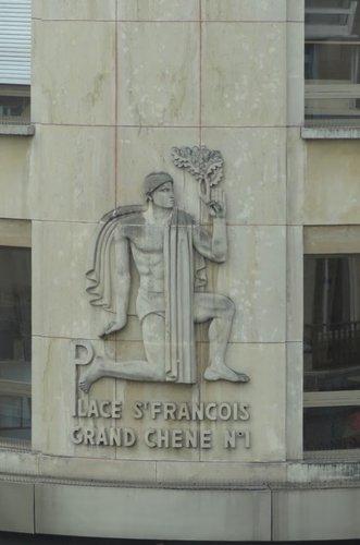 Bas-relief du sculpteur Milo Martin