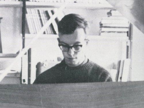 Lionel Rogg jouant sur son clavecin à pédale Wittmayer, détail