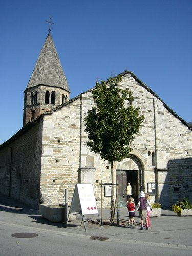 Eglise romane, St-Pierre-de-Clages_752
