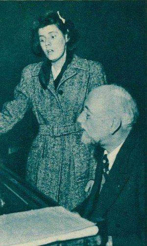 Ernest ANSERMET au piano et 1943
