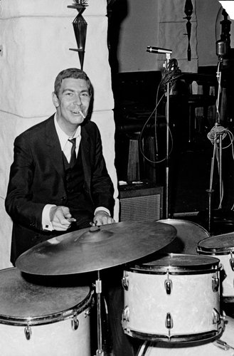 Bernard H. Grobet à la batterie