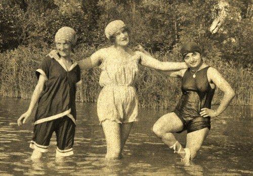 Trois baigneuses dans le Rhône