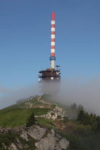 Le Chasseral dans le brouillard