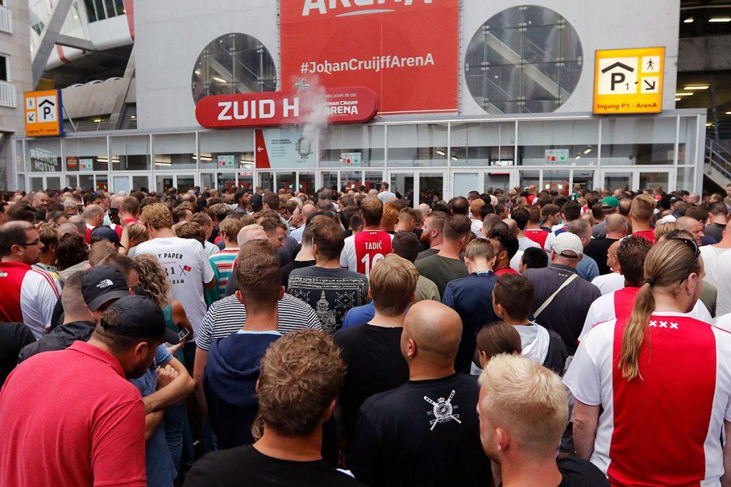 ราชสมาคมฟุตบอลเนเธอร์แลนด์ (Royal Dutch Football Association, KNVB) ทดลองใช้แอพจองตั๋วด้วยบล็อกเชน ในช่วงการแข่งขันฟุตบอลชิงแชมป์แห่งชาติยุโรป รอบคัดเลือก (UEFA European Championship Qualifying) ระหว่างเนเธอร์แลนด์ – เอสโตเนีย Ajax Life รายงานข่าว เมื่อวันที่ 19 พฤศจิกายน