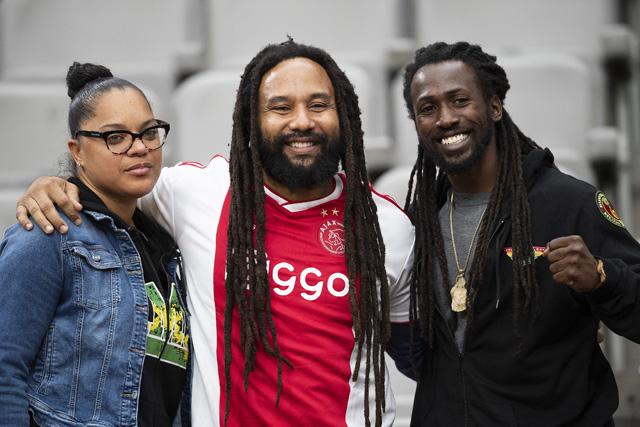 De familie Marley is aanwezig en dan worden bekende liedjes al snel ingezet