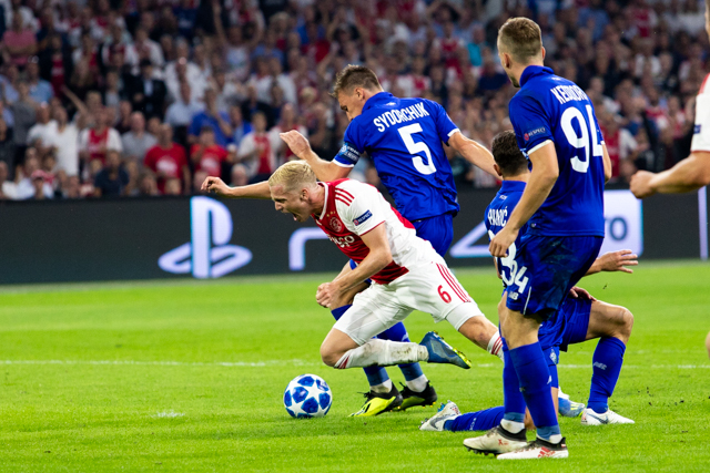 Ajax ontsnapte aan een strafschop en krijgt 'm hier zelf niet. Dat is eerlijk, toch?