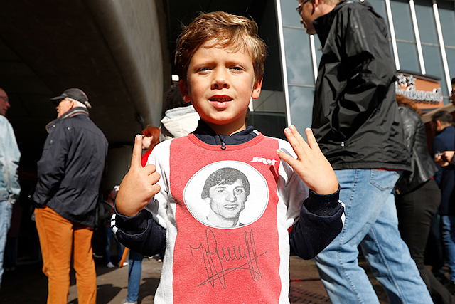 Deze kleine man weet maar al te goed waar nummer 14 voor staat