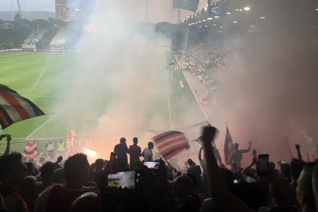 Ajax scoort niet alleen tussen de lijnen, maar ook diverse boetes bij de Uefa...