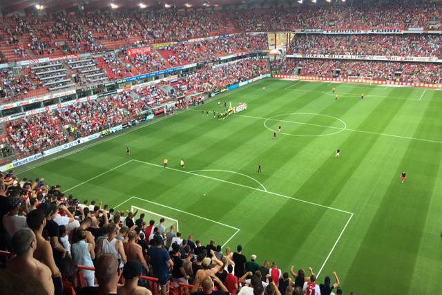 Op een of andere manier krijgt Standard zijn stadion niet uitverkocht...