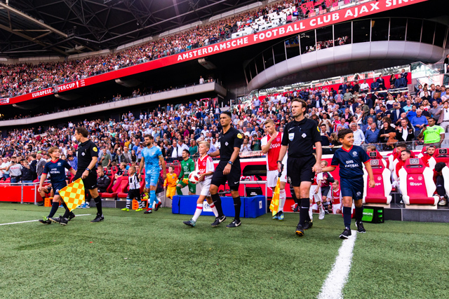 Ajax meldt zich voor de eerste van 17 thuiswdstrijden en we hebben er zin in!