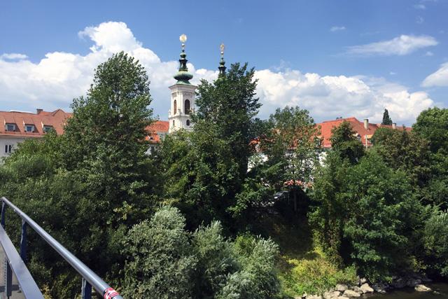 Als je een stukje loopt, valt op dat Graz een behoorlijk groene stad is