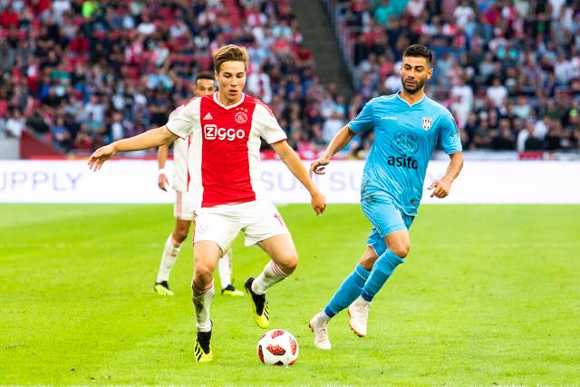 Als het bij Ajax iets lekkerder loopt, voetbalt Eiting ook gemakkelijker