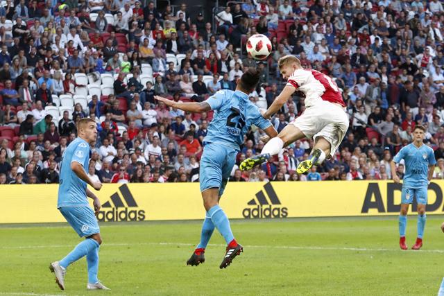 Is het niet zo dat Ajax nooit kampioen wordt na verlies in de eerste wedstrijd?