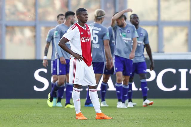Orejuela voetbalt zich tijdens zijn invalbeurt niet bepaald in de basis...