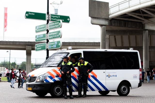 Er zijn de nodige afsluitingen op Noord omdat bussen vol uitfans daar parkeren