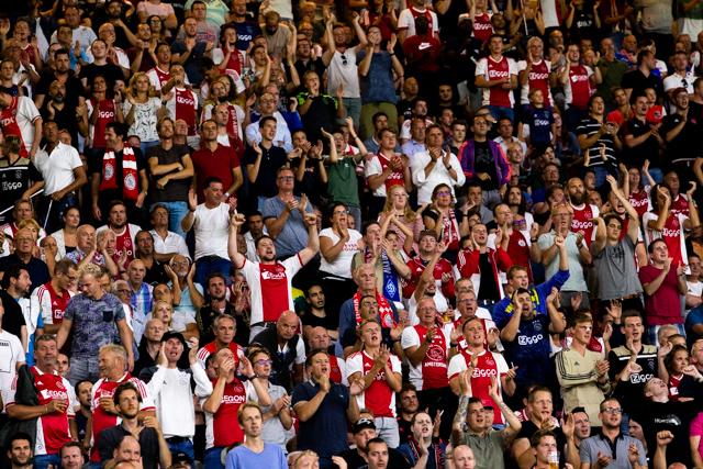 Ajax oogst in de tweede helft soms applaus, zonder te scoren