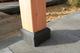 Betontegel met facetrand   18 x 18 cm voor paal 14-15 cm   Inclusief stelplaat