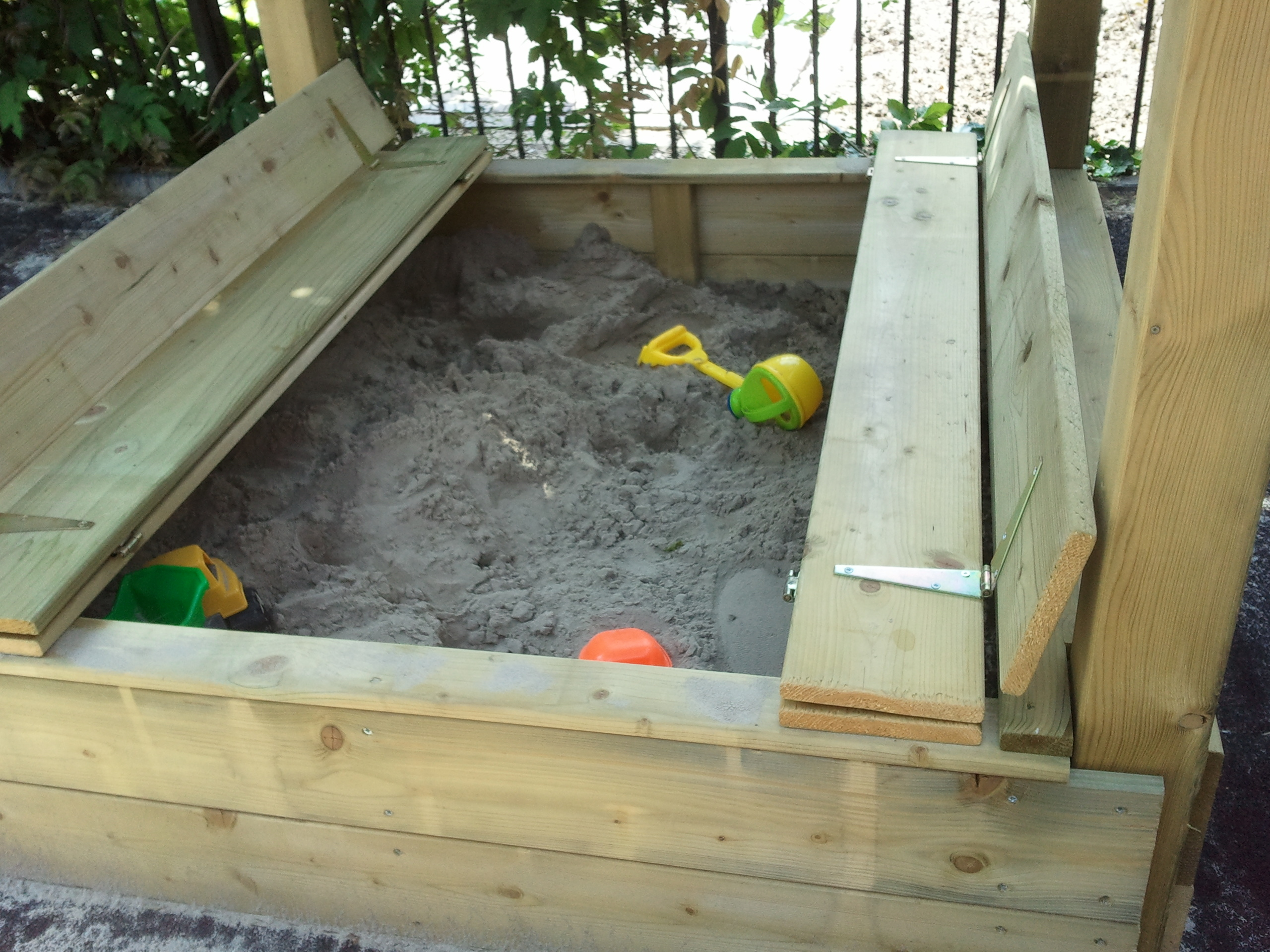 Speeltoren zandbak met opklap bankje