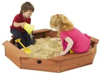Plum   Treasure Beach houten zandbak