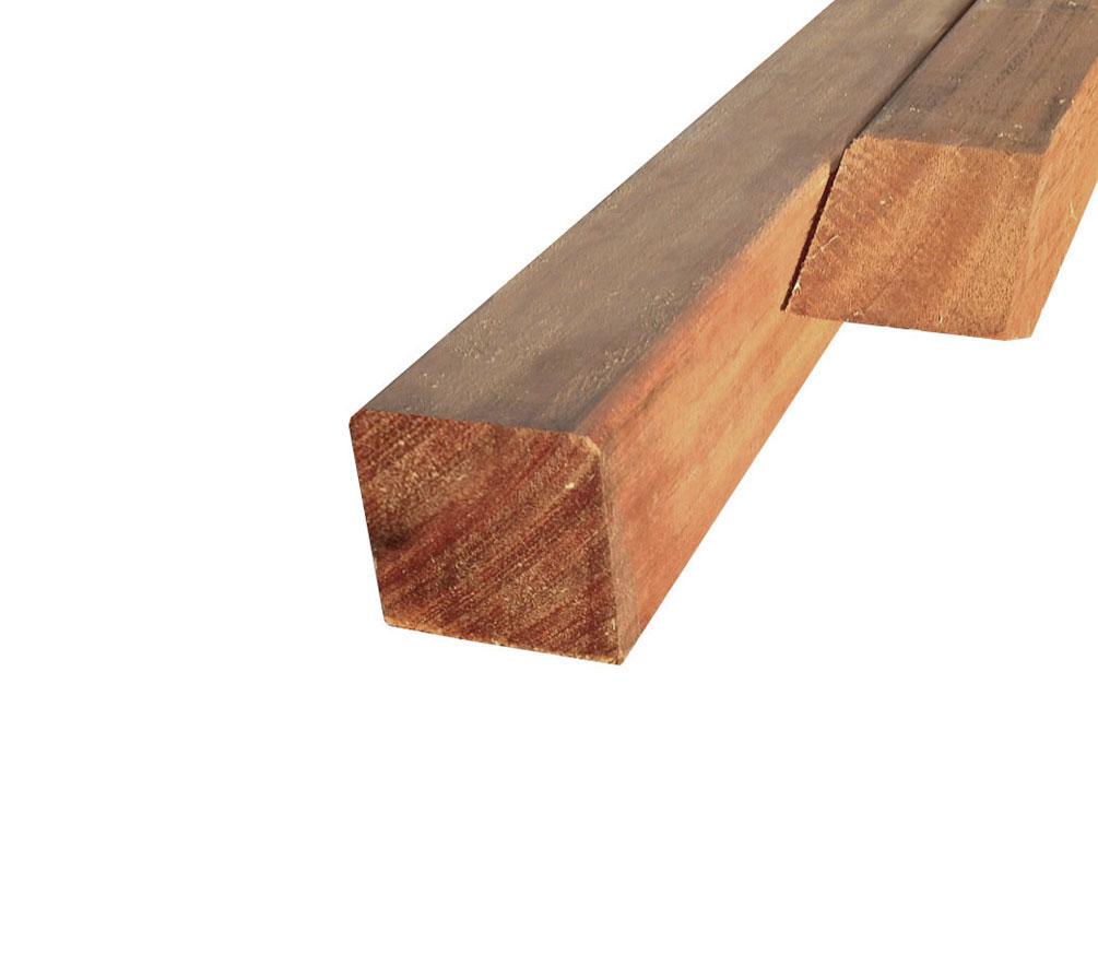 Deze hardhouten paal is uitermate geschikt voor het plaatsen van schuttingen of vlonders. doordat de paal is ...