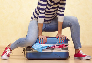 Woman packing suitcase 514595