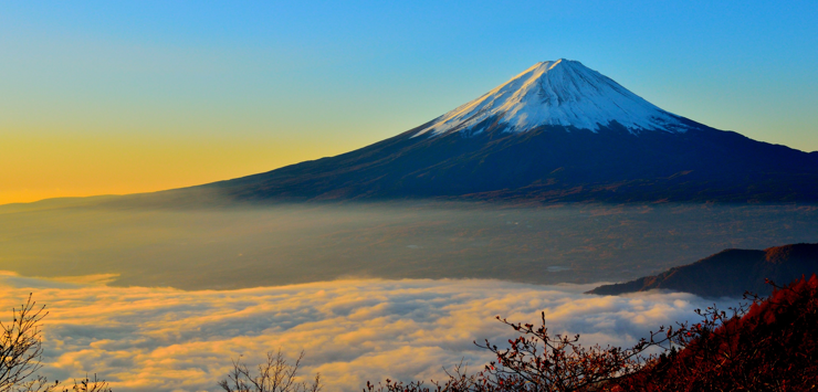 photo of Mt Fuji and a sea of clouds at sunrise