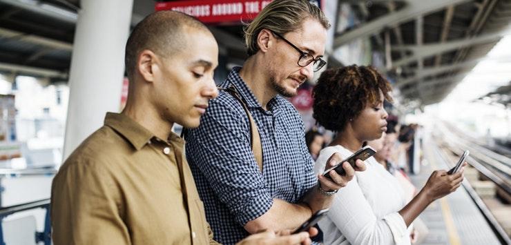 commuters using tech