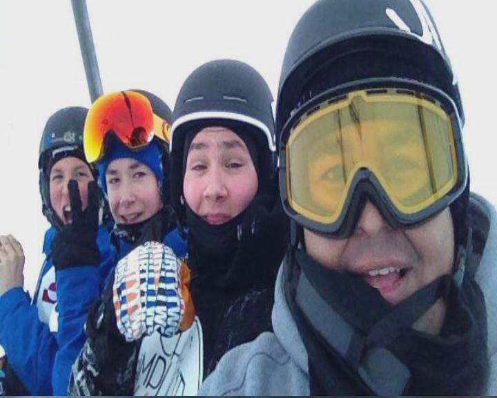 17-årige Jonas Strømsted vandt sølv til et internationalt snowboard stævne.
