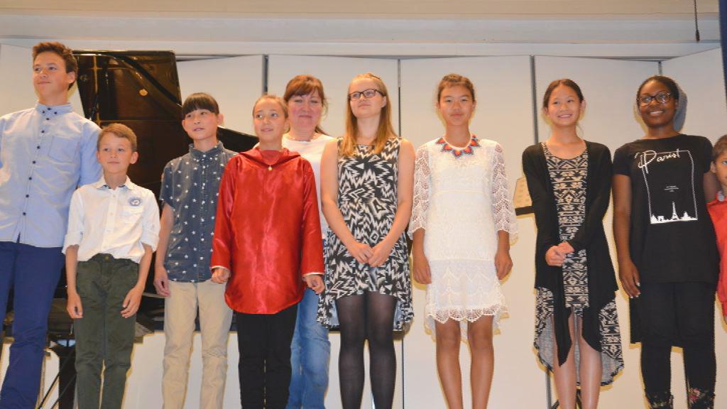 8 børn til klaverundervisning i Finland