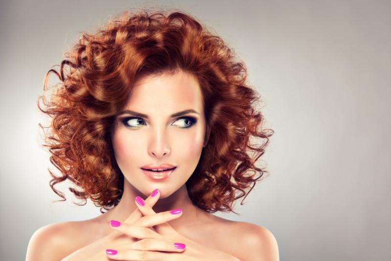 Come arricciare i capelli con un diffusore
