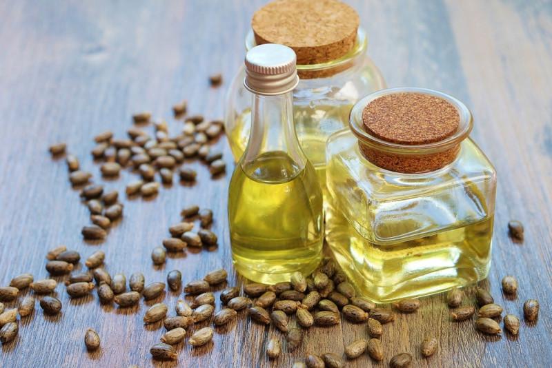 Come aumentare la crescita delle ciglia con l'olio di ricino