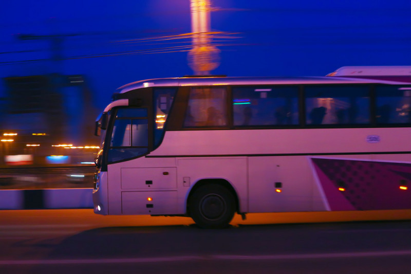 Consigli per affrontare un viaggio notturno in pullman