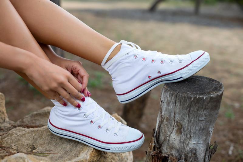 Come pulire la gomma bianca delle scarpe da tennis