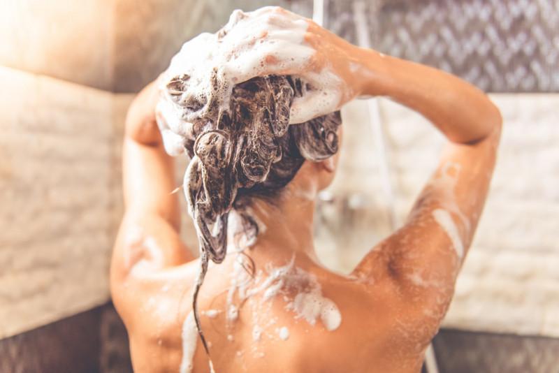 Come lavarsi i capelli col bicarbonato