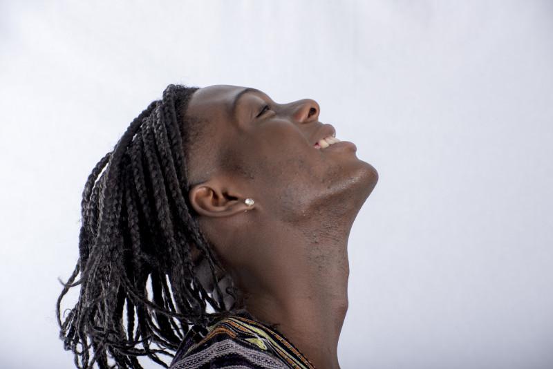 Come realizzare una capigliatura maschile con trecce africane