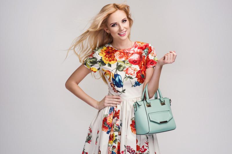 Come abbinare un vestito a fiori  0c76c2bb750