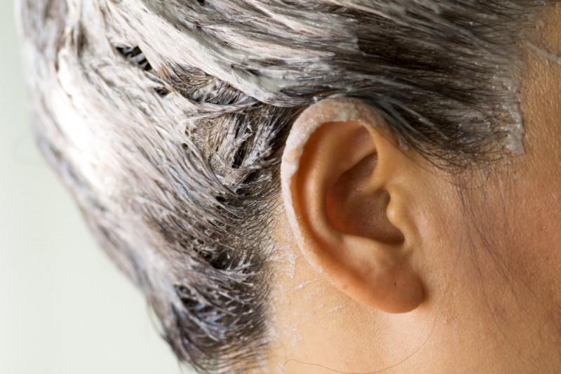 Come togliere il colore per capelli dalla faccia