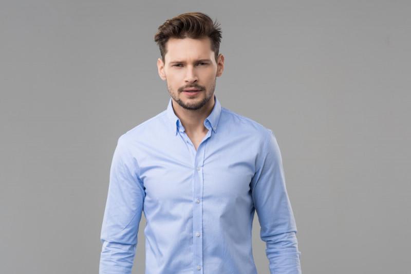 Come abbinare una camicia azzurra