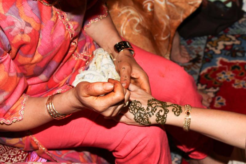 Come rimuovere un tatuaggio all'henné