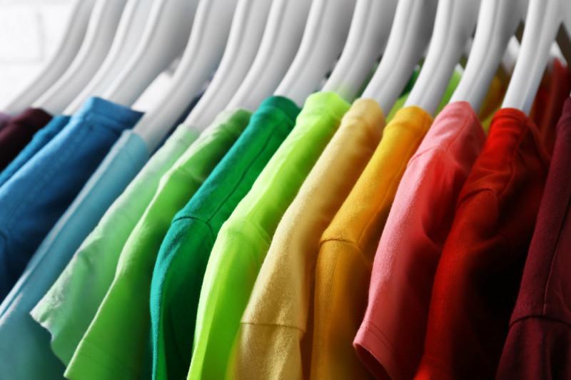 Come fissare i brillantini sui vestiti