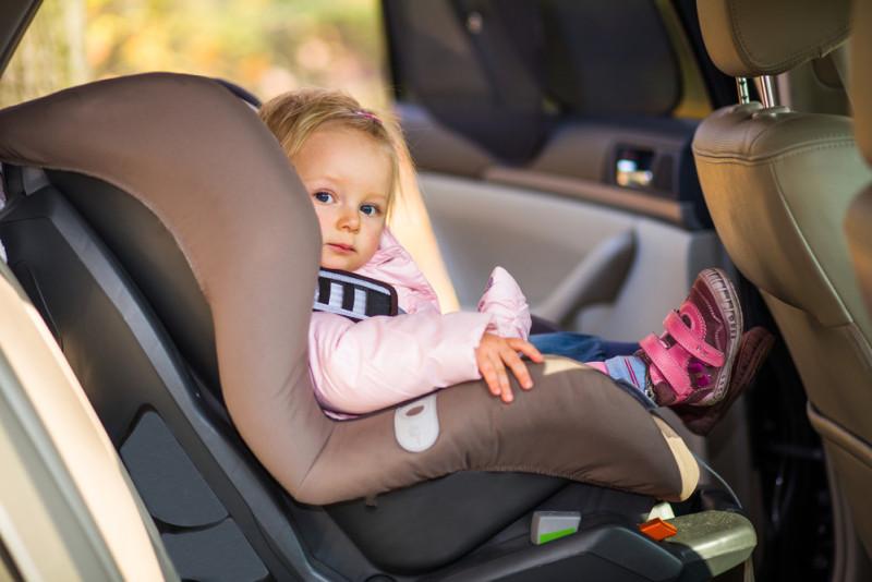 Come trasportare un neonato in macchina