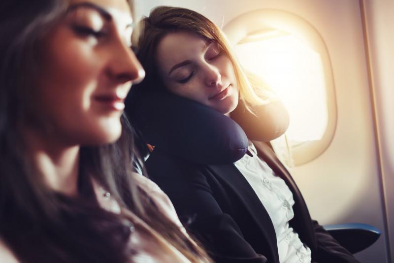 Consigli per dormire in aereo