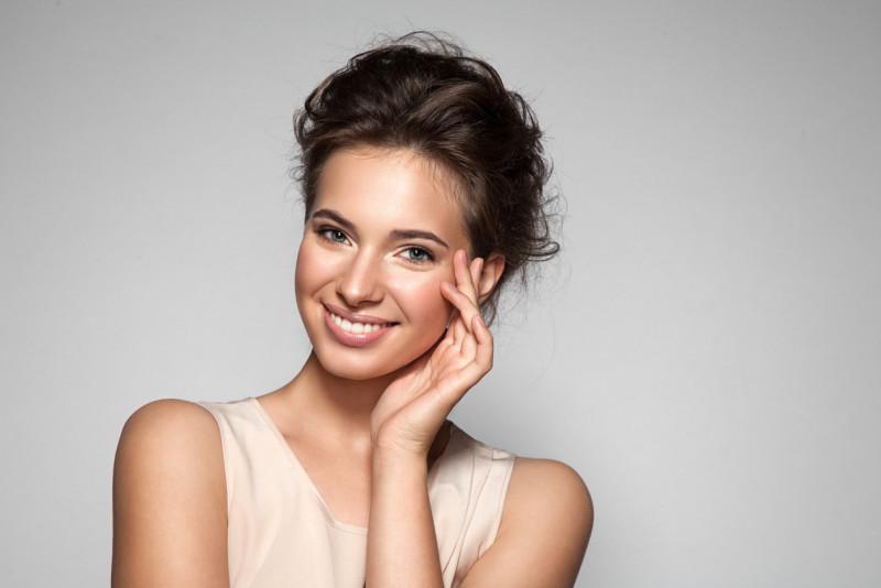 Come evitare l'effetto lucido sul viso