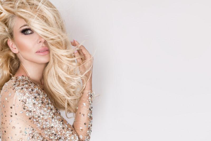 Come applicare correttamente i cristalli liquidi sui capelli