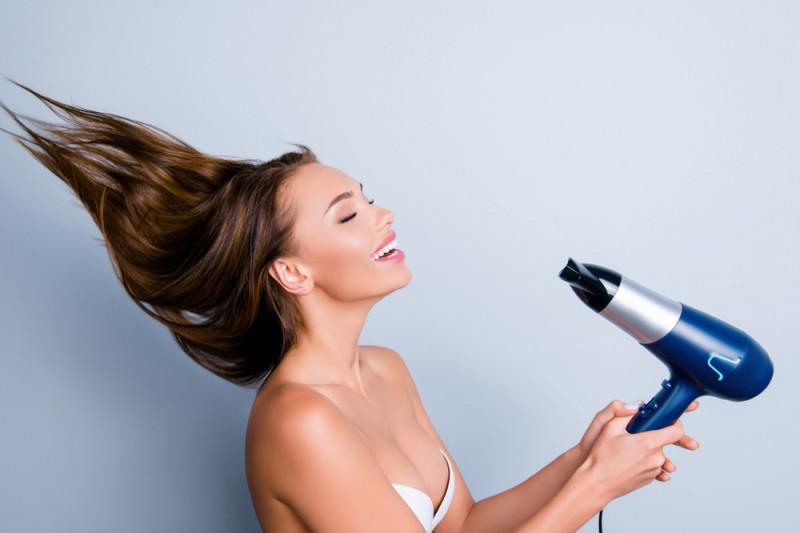 Come fare la piega ai capelli con il phon