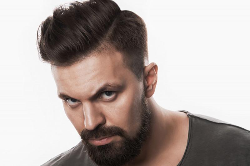 Come tagliare i capelli medi da sola