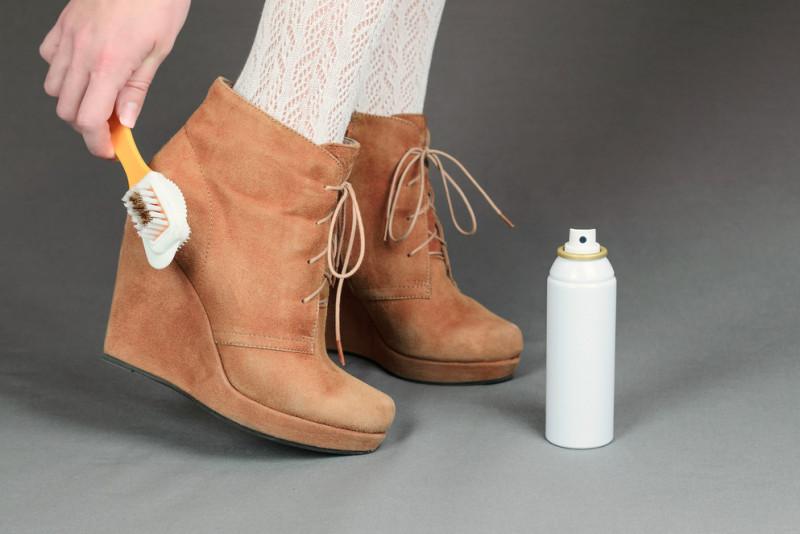 Come lavare le scarpe di camoscio