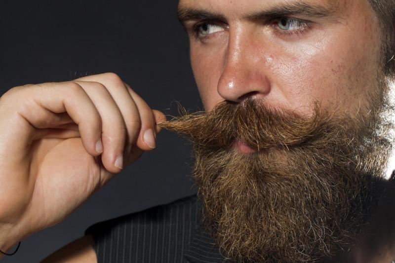 Come farsi i baffi a manubrio