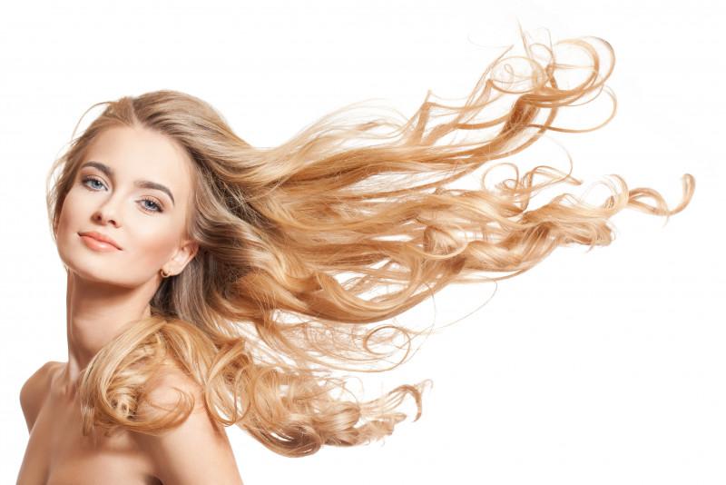 Come schiarire i capelli naturalmente e velocemente